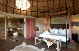 Kwena Lodge Honeymoon Suite