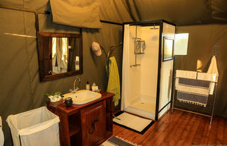 Saddlebill Tent En Suite Bathroom