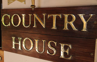 Granny Mouse Country House & Spa - Entrance Sign